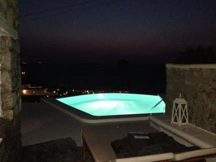 Bill&Coo - The Infinity Pool in our suite by night
