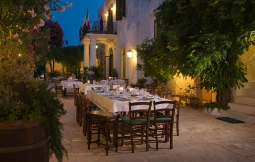 Masseria Il frantoio - dinner in the courtyard